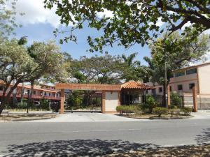Townhouse En Venta En Municipio San Diego, Monteserino, Venezuela, VE RAH: 17-4917
