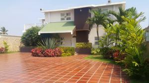 Casa En Venta En La Cañada, Via Principal, Venezuela, VE RAH: 17-4920