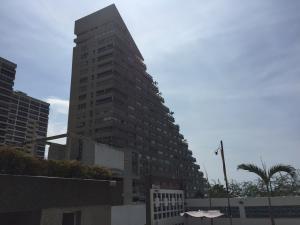 Apartamento En Venta En Catia La Mar, Playa Grande, Venezuela, VE RAH: 17-4928