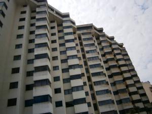 Apartamento En Venta En Catia La Mar, Playa Grande, Venezuela, VE RAH: 17-4945