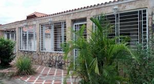 Casa En Venta En Turmero, San Joaquin De Turmero, Venezuela, VE RAH: 17-4948