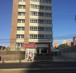 Apartamento En Alquiler En Maracaibo, El Milagro, Venezuela, VE RAH: 17-4956