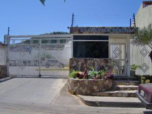 Townhouse En Venta En Margarita, Los Robles, Venezuela, VE RAH: 17-4988