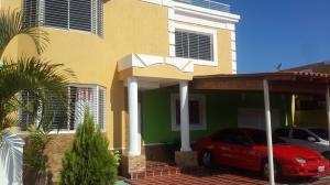Townhouse En Alquiler En Maracaibo, Zona Norte, Venezuela, VE RAH: 17-5024
