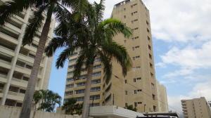 Apartamento En Venta En Parroquia Caraballeda, Caribe, Venezuela, VE RAH: 17-5040