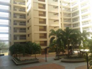 Apartamento En Venta En Maracaibo, Avenida El Milagro, Venezuela, VE RAH: 17-5041
