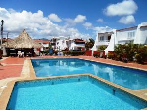 Apartamento En Venta En Margarita, Costa Azul, Venezuela, VE RAH: 17-5472