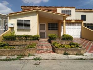 Casa En Venta En Cabudare, Prados Del Golf, Venezuela, VE RAH: 17-5076
