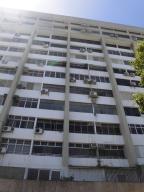 Apartamento En Venta En Parroquia Caraballeda, Los Corales, Venezuela, VE RAH: 17-5084