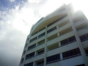 Apartamento En Venta En Parroquia Caraballeda, Caribe, Venezuela, VE RAH: 17-5094