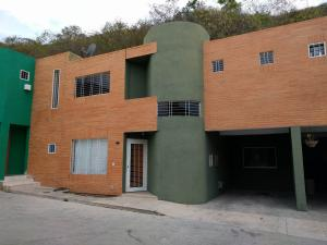 Townhouse En Venta En Municipio San Diego, La Esmeralda, Venezuela, VE RAH: 17-5117