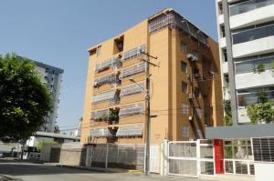 Apartamento En Venta En Maracay, San Isidro, Venezuela, VE RAH: 17-5144