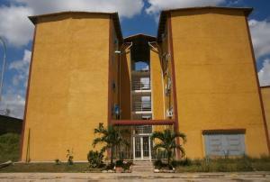 Apartamento En Venta En Cua, Santa Rosa, Venezuela, VE RAH: 16-13131