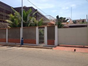 Casa En Venta En Maracaibo, Avenida Bella Vista, Venezuela, VE RAH: 17-5213