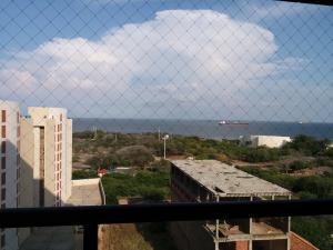 Apartamento En Venta En Maracaibo, Avenida El Milagro, Venezuela, VE RAH: 17-5230