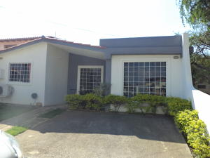 Casa En Venta En Cabudare, Prados Del Golf, Venezuela, VE RAH: 17-5269