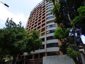 Apartamento En Venta En Caracas, El Rosal, Venezuela, VE RAH: 17-6744