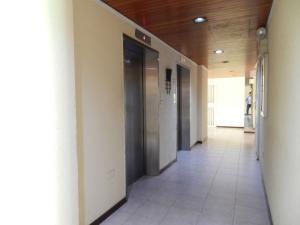 Apartamento En Venta En Caracas - Los Naranjos del Cafetal Código FLEX: 17-5293 No.2