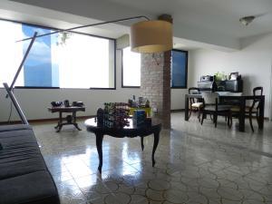 Apartamento En Venta En Caracas - Los Naranjos del Cafetal Código FLEX: 17-5293 No.6