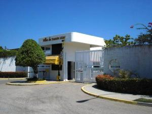 Apartamento En Venta En Higuerote, Ciudad Balneario Higuerote, Venezuela, VE RAH: 17-5300
