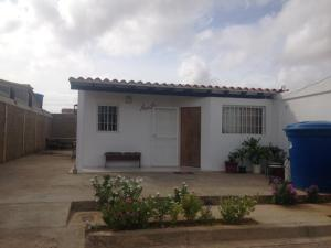 Casa En Venta En Punto Fijo, El Cardon, Venezuela, VE RAH: 17-5365