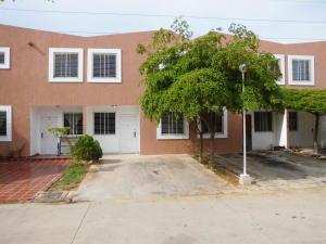 Townhouse En Venta En Maracaibo, Ciudadela Faria, Venezuela, VE RAH: 17-5381