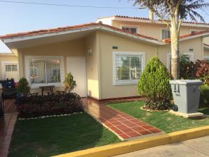 Casa En Venta En Maracaibo, Doral Norte, Venezuela, VE RAH: 17-5388