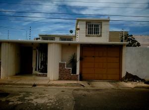 Casa En Venta En Punto Fijo, Pedro Manuel Arcaya, Venezuela, VE RAH: 17-5387