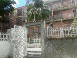 Apartamento En Venta En Guarenas, Guarenas, Venezuela, VE RAH: 17-5422