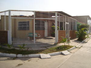 Casa En Venta En Municipio Los Guayos, Buenaventura, Venezuela, VE RAH: 17-5497