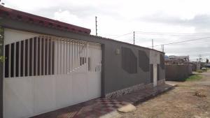 Casa En Ventaen Punto Fijo, Santa Irene, Venezuela, VE RAH: 17-5491