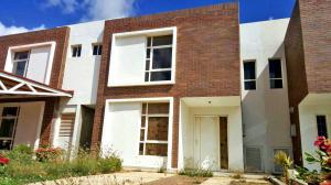 Casa En Venta En Punto Fijo, El Cardon, Venezuela, VE RAH: 17-5538