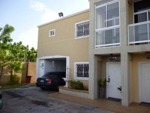 Townhouse En Venta En Maracaibo, El Milagro Norte, Venezuela, VE RAH: 17-5548