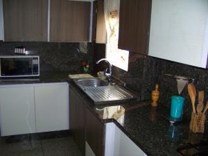 Casa En Venta En Municipio San Diego, Morro Ii, Venezuela, VE RAH: 16-13221