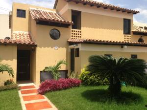 Townhouse En Ventaen Municipio Naguanagua, El Rincon, Venezuela, VE RAH: 17-5706