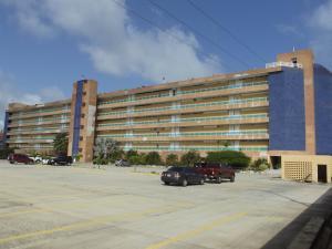Apartamento En Venta En Tucacas, Tucacas, Venezuela, VE RAH: 17-5594