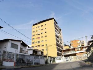 Apartamento En Ventaen Los Teques, Municipio Guaicaipuro, Venezuela, VE RAH: 17-5604