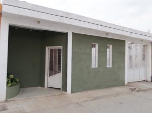 Casa En Venta En San Joaquin, La Pradera, Venezuela, VE RAH: 17-5607