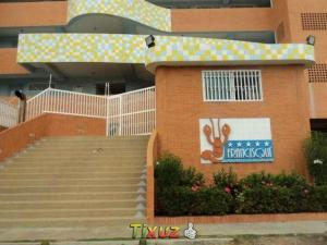 Apartamento En Venta En Tucacas, Tucacas, Venezuela, VE RAH: 17-5613