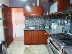Apartamento En Alquiler En Maracaibo, Avenida Baralt, Venezuela, VE RAH: 17-5631