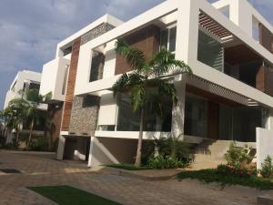 Townhouse En Venta En Maracaibo, Virginia, Venezuela, VE RAH: 17-5930