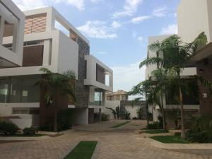 Townhouse En Venta En Maracaibo, Virginia, Venezuela, VE RAH: 17-5931