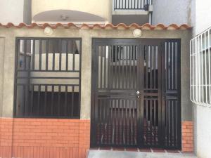 Apartamento En Alquiler En Punto Fijo, Las Virtudes, Venezuela, VE RAH: 17-5681