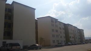 Apartamento En Venta En Municipio Los Guayos, Paraparal, Venezuela, VE RAH: 17-5836
