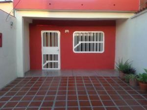 Casa En Venta En Valencia, Santa Ines, Venezuela, VE RAH: 17-5709