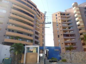 Apartamento En Venta En Municipio Naguanagua, Maã±Ongo, Venezuela, VE RAH: 17-5713