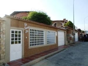 Casa En Venta En Cua, Santa Rosa, Venezuela, VE RAH: 17-5727