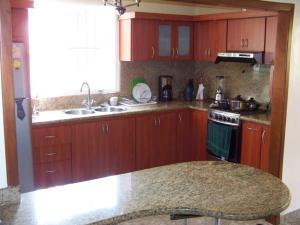 Casa En Venta En Municipio San Diego, La Esmeralda, Venezuela, VE RAH: 17-5748