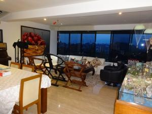 Apartamento En Venta En Caracas - Los Naranjos del Cafetal Código FLEX: 17-5808 No.2