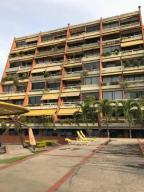 Apartamento En Venta En Lecheria, Complejo Turistico El Morro, Venezuela, VE RAH: 17-5842